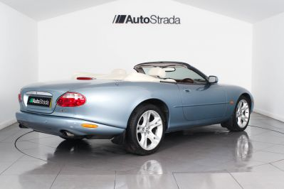 JAGUAR XK8 CONVERTIBLE - 3261 - 12